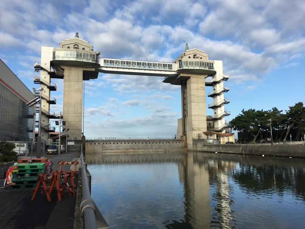 水門が閉じた珍しい風景